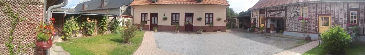 l'habitation, les annexes et la chambre