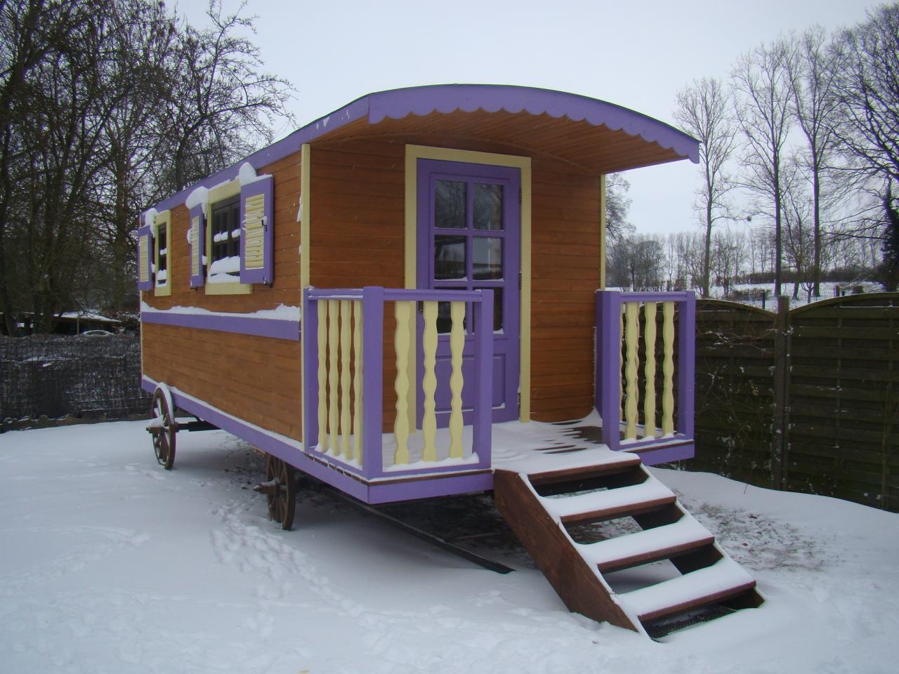la roulotte sous la neige
