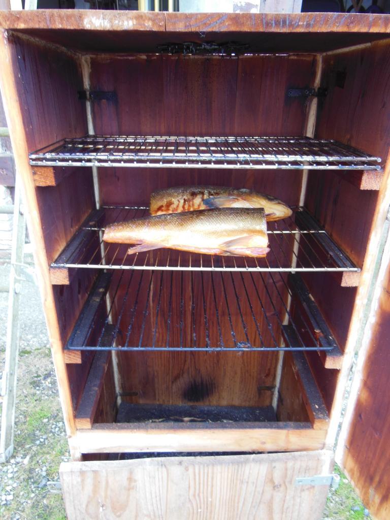 Le saumon dans le fumoir